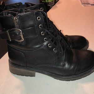 Girls size 4 black boots in great shape